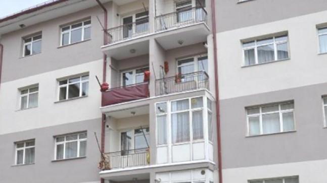5. kattan düşen bebek hayatını katbetti