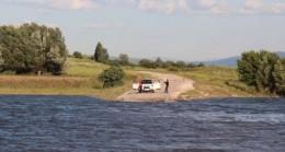 Barajda sular yükseldi yollar su altında kaldı