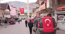 Sivaslı şehidin baba ocağına Türk bayrakları asıldı