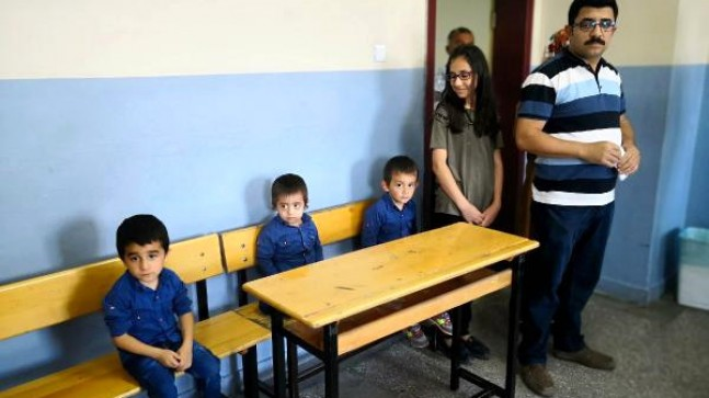 Üçüzleri Recep,Tayyip ve Erdoğan ile birlikte oy kullandı