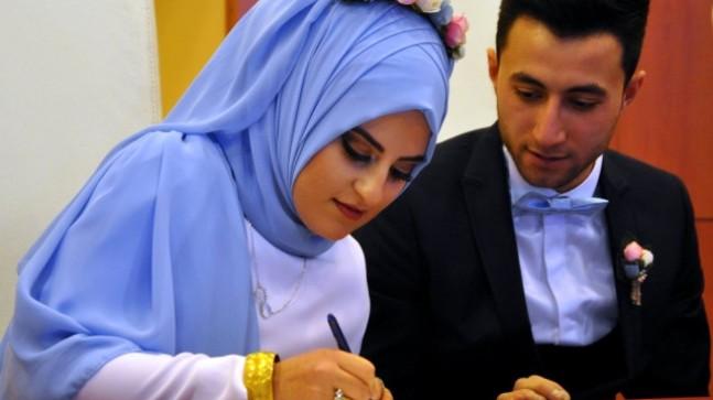 Sivas'ta Sevgililer Gününde 24 Çift Nikah Kıydırdı