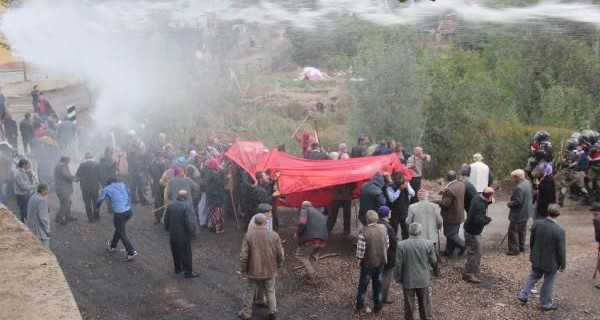Suşehri'nde su kavgasına TOMA ile müdahale