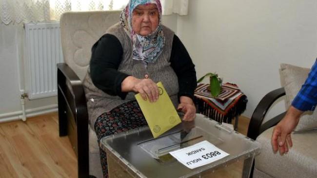 KOAH hastası 5 yıl sonra oy kullandı